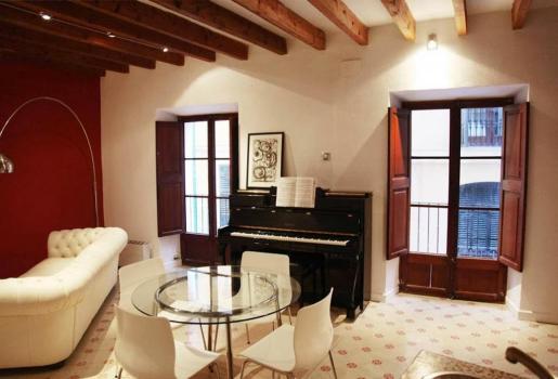 En la imagen, una de las viviendas que se alquilan por días en un portal de internet. Su precio es de 80 euros. Según un portavoz del Govern, alquilar un piso a través de portales turísticos es ilegal.