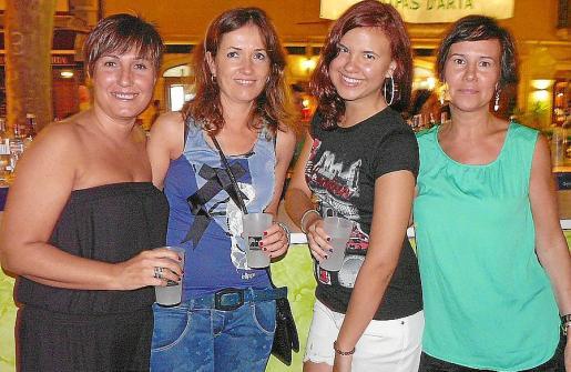 Maria Antònia Sbert, Joana Maria Garcia, Irene Pez y Mari Carmen Martín.