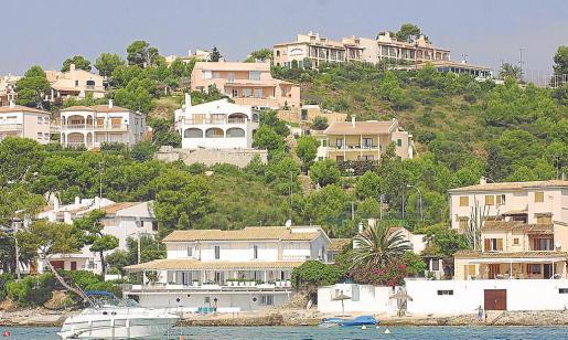 Las viviendas adosadas en una misma parcela tienen que contar con el beneplácito de los vecinos para alquilarse.