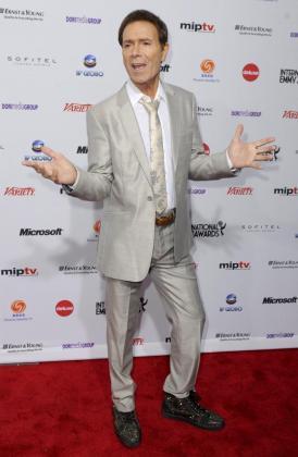 El músico británico Cliff Richard enla ceremonia de la 39 edición de los premios