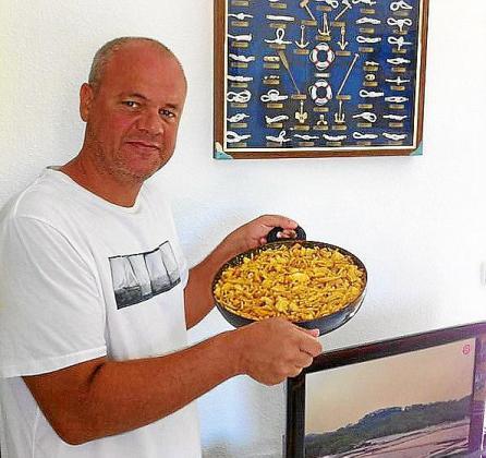 La fideuá ciega de marisco y pescado de Francesc Bover Garcias.