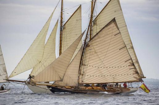 La belleza y clase de las embarcaciones participantes en el XX Trofeo Illes Balears Clàssics quedan patentes en las imágenes que dejó el día de ayer.