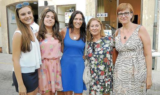 Ana Pizà, Maria Deià, Francisca Coll, Francisca Mateu y Cristina Oliver.