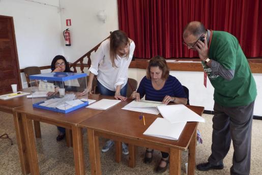 Toni Gelabert, con la camiseta verde, el día de las elecciones europeas.