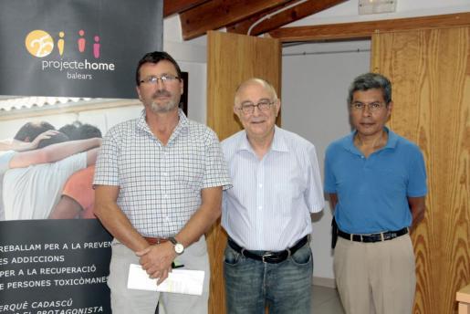 De izquierda a derecha, Jesús Mullor, director general de Projecte Home; Tomeu Catalá, presidente, y Lino Salas, responsable de Comunicación.