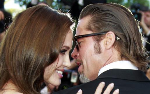 El actor estadounidense Brad Pitt y su esposa Angelina Jolie durante la 64 edición del Festival de Cine de Cannes en Cannes, Francia.