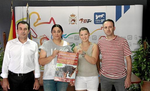 Colau Gómez, presidente del IEHM; Bárbara Amengual, una de las organizadoras, Irene Matas, de Infotrot Balears y Rafel Manera, director técnico de la FBT, durante el acto celebrado ayer.