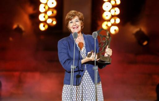 """a actriz Concha Velasco, emocionada, tras recibir el Premio Ceres """"Emérita Augusta""""."""