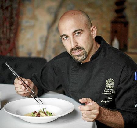La oliaigua, anguila ahumada e higos de Sergio Olmedo, chef del restaurante Oleum.