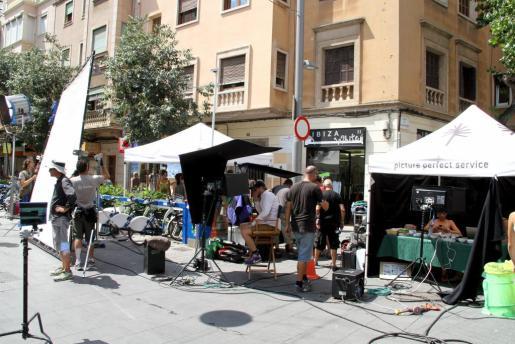 Rodaje de un anuncio para una marca de sidra realizado en la calle Blanquerna de Palma.