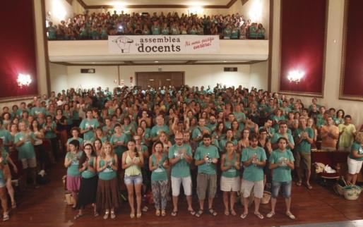 La Assemblea de Docents se ha reunido este viernes al Auditorio de Porreres y ha decidido fijar el día 15 de septiembre como el primer día de la huelga educativa del curso.