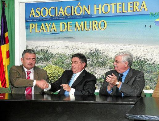 En 2004, el Govern, hoteleros y el Ajuntament de Muro firmaron el convenio de donación del solar.