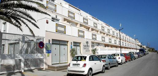 s Normativa. De acuerdo con la normativa vigente, sólo los apartamentos ubicados en un bloque dedicado en su totalidad al uso turístico –como el de la imagen– pueden comercializarse como tal. La Ley de Turismo de Balears sí que reconoce el alquiler turístico de unifamiliares.