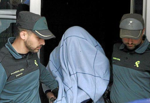 Marcos Ferragut, tras ser detenido por la Guardia Civil. g Foto: A. SEPÚLVEDA