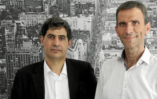 El abogado de DMS Consulting, Alejandro del Campo (derecha), junto a Miquel Mas, considera restrictiva una normativa de Hacienda. g Foto: JOAN TORRES