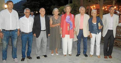 Toni Mir, Antoni Salas, Tomeu Català, doña Irene de Grecia, la reina Sofía, Luis Morell, Francisca Morell y Tomeu Tortella.