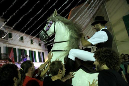 La fiesta revive el espíritu de Sant Joan de Ciutadella.