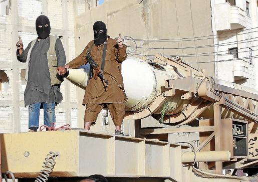 Una pareja de yihadistas, en Siria este verano.