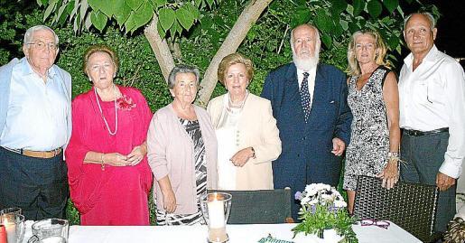 José de la Vega, Linita Llompart, Francisca Llompart, Maribel y Antonio, Toya de la Vega y Alberto Noguerol.