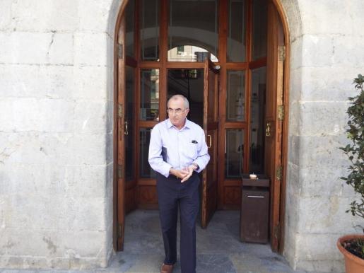 Cristòfol Soler, saliendo del Ajuntament d'Inca.