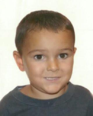 Fotografía sin fechar facilitada por Interpol el pasado viernes 29 de agosto del 2014, que muestra al niño de cinco años, Ashya King, en una localización sin revelar. Interpol lanzó una alerta mundial para tratar de localizar a un niño británico de cinco años gravemente enfermo y que fue sacado por sus padres del hospital.