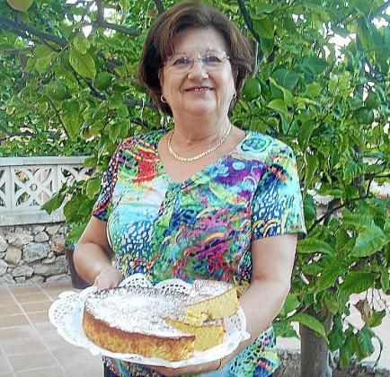 María Morales Martínez con su bizcocho de calabaza.