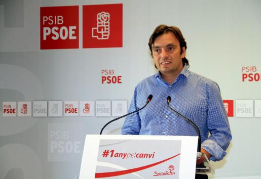 El secretario de Política municipal del PSIB-PSOE, Francesc Miralles, en la rueda de prensa de este sábado.