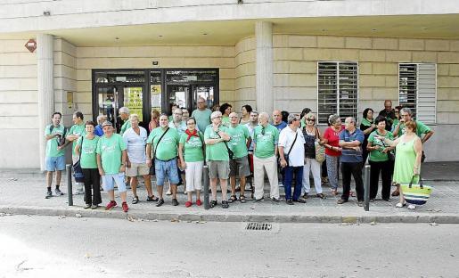 Decenas de personas se congregaron en los juzgados de Inca en apoyo a Gelabert.