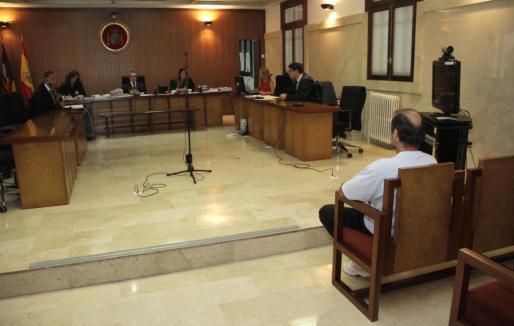 Momento del juicio celebrado ayer en Palma contra el acusado de disparar a la Guardia Civil.