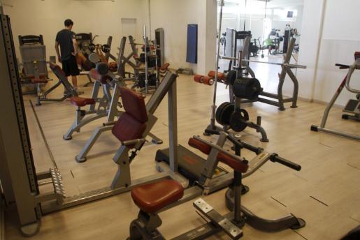 El gimnasio Gym Tonic está equipado con maquinaria de última generación.