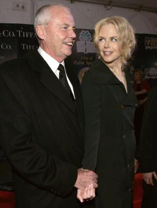 Nicole Kidman junto a su padre, en una imagen de 2005.