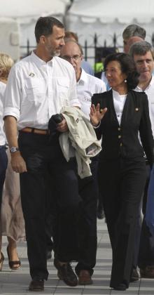El rey Felipe VI, acompañado por la nueva presidenta del Banco Santander Ana Patricia Botín.