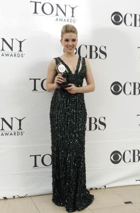 Scarlett Johansson posa con su galardón.