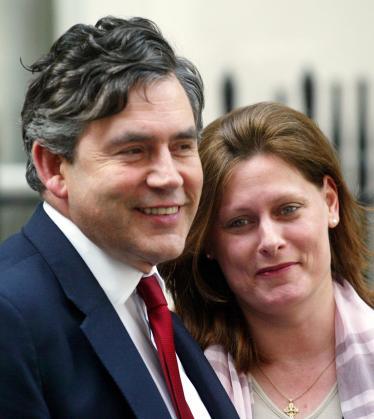 Foto de archivo de Gordon Brown y su esposa Sarah.