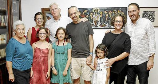 Consuelo Alonso, Ana Hevia, Luis Ysasi, Luis Yysasi, Sonia Justo, Alejandro Ysasi y las niñas Paula, Lola e Irene.