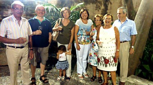 Bartomeu Ramón, Joan Pieras, Antònia Ramis, Catalina Albertí, Margalida Vidal, Paquita Miralles, Llorenç Ferragut y la pequeña Elsa Ribas.