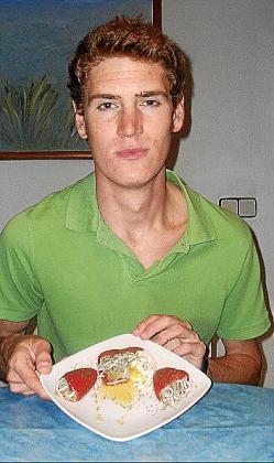 Jordi Rosúa Clyne, junto pimientos 'sorpresa' de gulas.