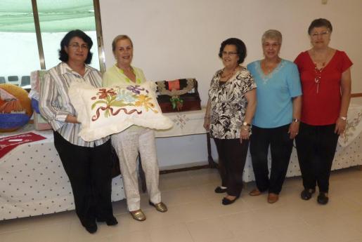 Dolores Morote, Flori Pato, Milagros Aguado, Lola Ortas y Celia Valls.