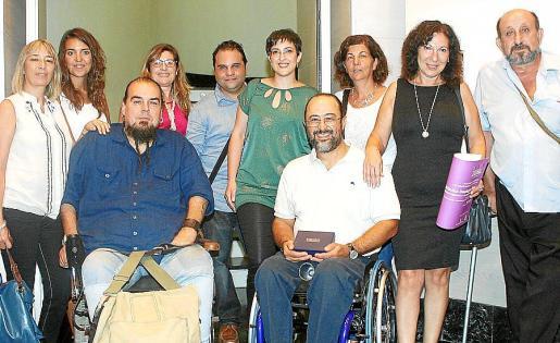 Fina Jiménez, José Chito, Maximino Domínguez, María Asunción López y Tolo Picó. Detrás: Virginia Plaza, María José Gómez, Pep Toni Pérez, Lidia López y Juani Quintero.