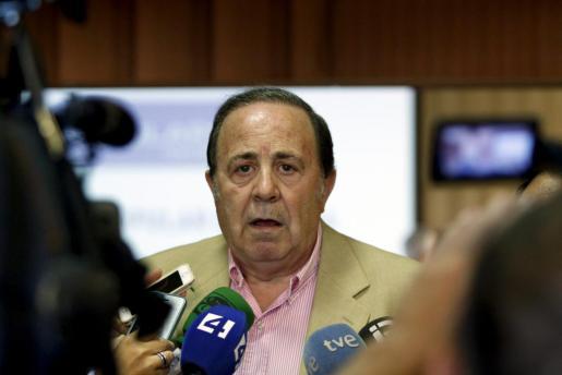 José María Rodríguez hace declaraciones a la prensa antes de la reunión de la junta sectorial del PP.