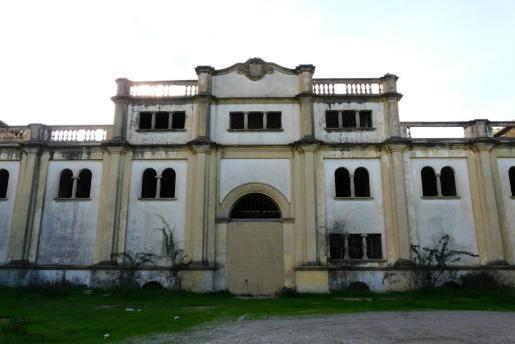 El histórico edificio Sindicat se encuentra en un avanzado estado de deterioro.