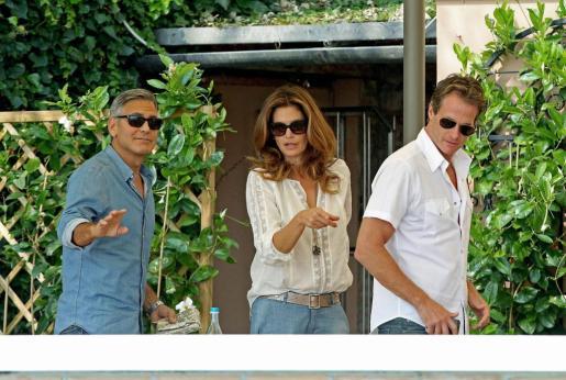 El actor George Clooney, la modelo Cindy Crawford y su marido Rande Gerber en el Hotel Cipriani, en Venice.