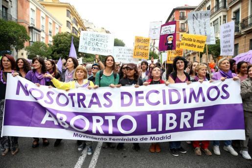Participantes en la manifestación de Madrid con motivo del Día Internacional por la Despenalización del Aborto.