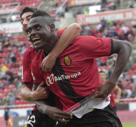 El central ghanés Kasim Adams Nuhu marcó dos tantos en su debut, este domingo, con el Real Mallorca.