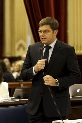 Martí Sansaloni, en el pleno del Parlament.