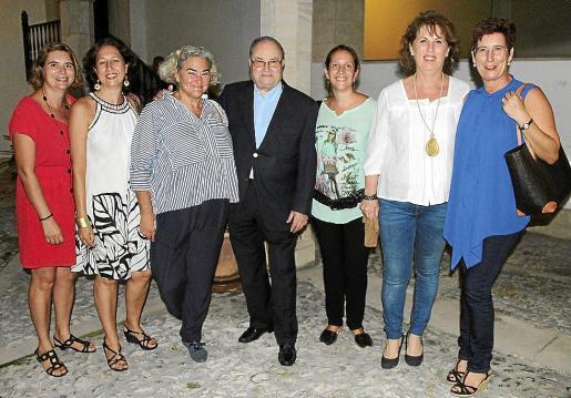 Joana Maria Mulet, Maria Carbonell, Chiqui Cilimingras, Joan Oliver 'Maneu', Magdalena Juan, Maria Alcover y Caty Calafat.
