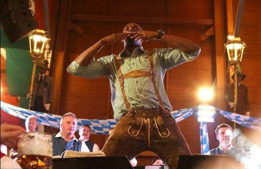 Usain BOlt, en la Oktoberfest de Munich