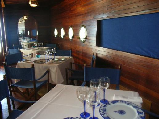 Cocina internacional con especialidad en pescado y marisco fresco.