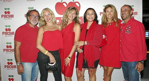 Juanjo Barceló, Vivi Alfsen, Marta de la Cruz, Xisca Vanrell, Cristina de la Cruz y Toni Tirado disfrutaron de la fiesta.