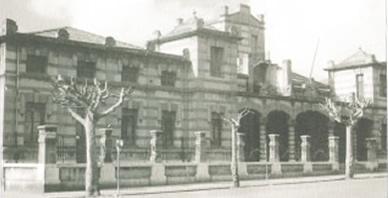 Imagen antigua de la fachada del colegio.
